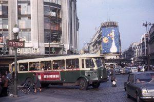 Paris, Devant la Samaritaine, décembre 1964