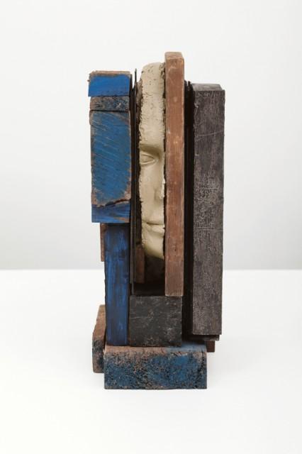 Mark Manders, Composition with blue, 2013, Bois, bois peint, peinture époxy, 23 x 33,5 x 13,5 cm. © Mark Manders 1986-2015 (http://www.markmanders.org/)