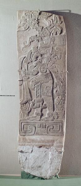 Stèle de granit, Mésoamérique, 200-50 av. J.-C. Granit. Site archéologique de Kaminaljuyú. Guatemala City, Museo Nacional de Arqueología y Etnología. © Museo Nacional de Arqueologia y Etnologia, Guatemala City / Bridgeman Images