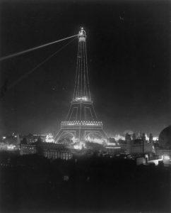 Tour Eiffel, à l'exposition universelle de 1900.